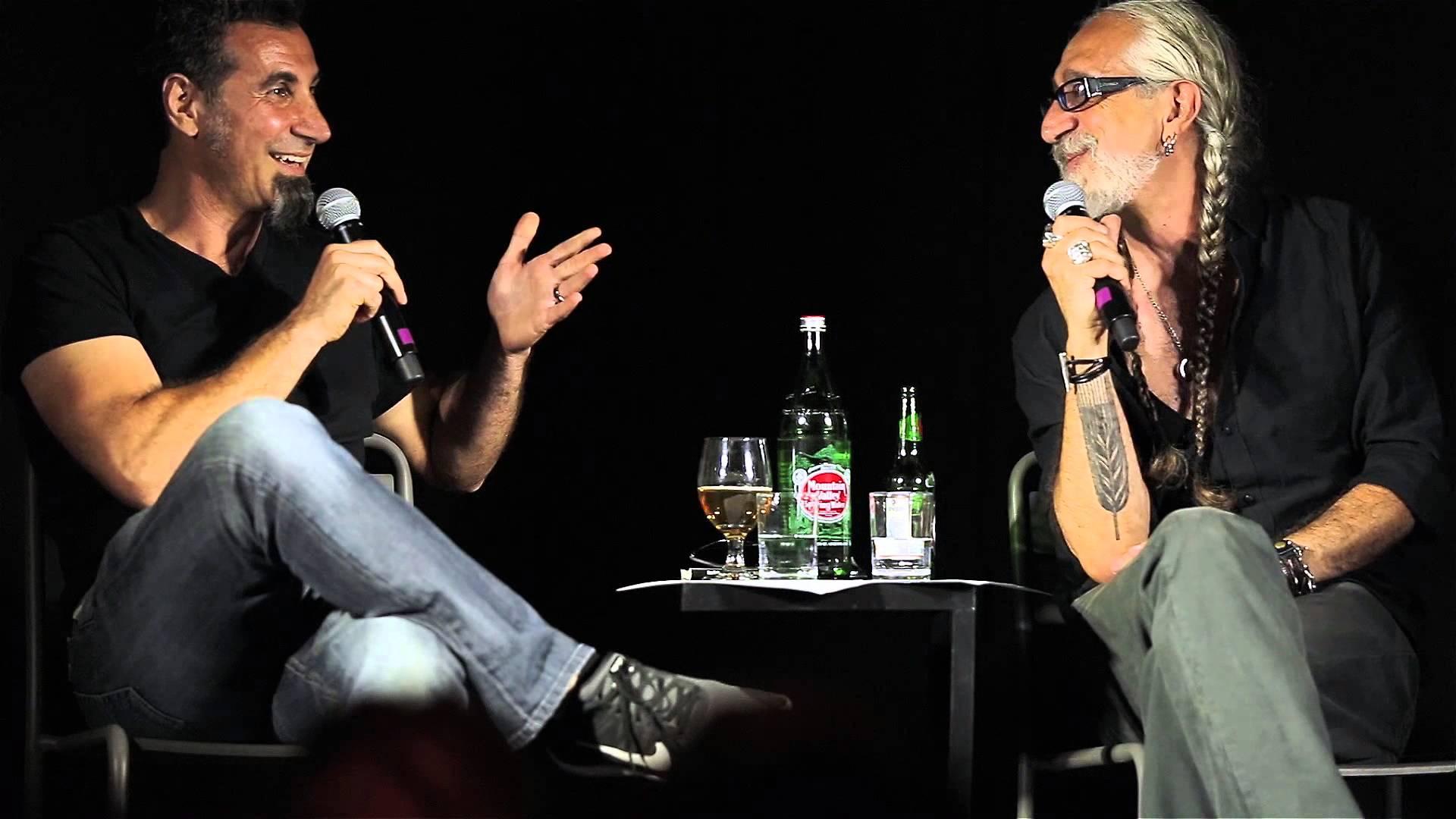 Serj Tankian e Vahe Berberian se unem em prol da ampliação de barcaça cultural