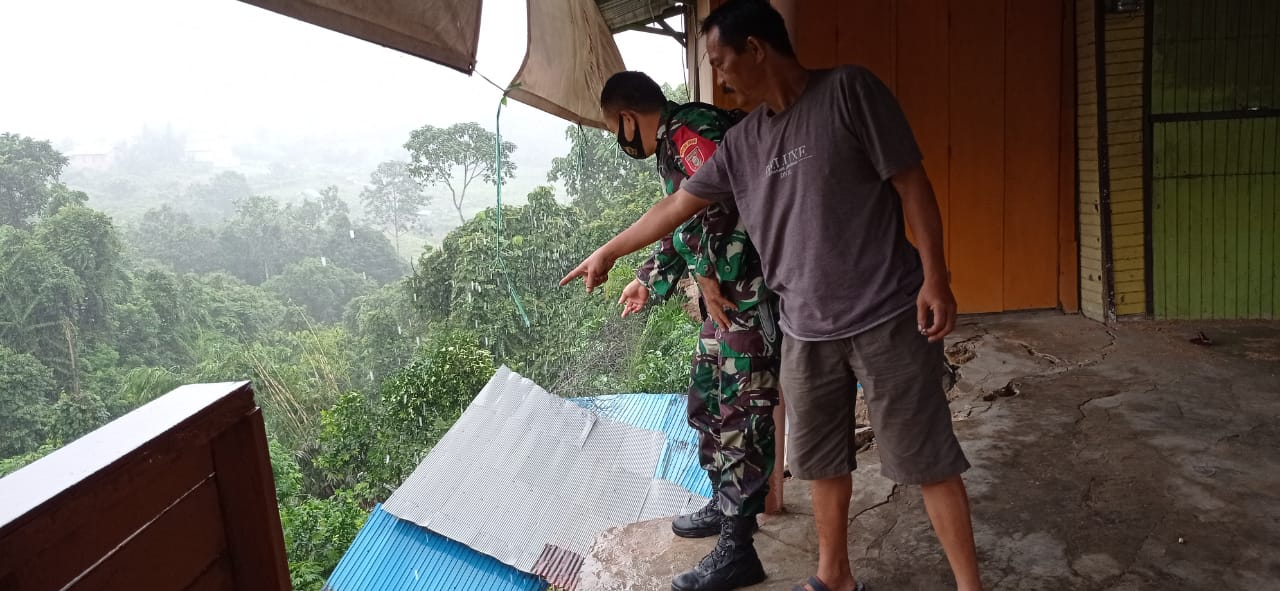 Pemantauan Dan Evakuasi Korban Longsor Di Desa Purwajaya