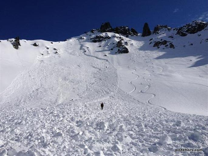 22-mar-2012-sur-cette-photo-de-l-avalanche-prise-hier-par-un-secouriste-du-pghm-on-voit-tres-nettement-la-zone.jpg height=513 width=685
