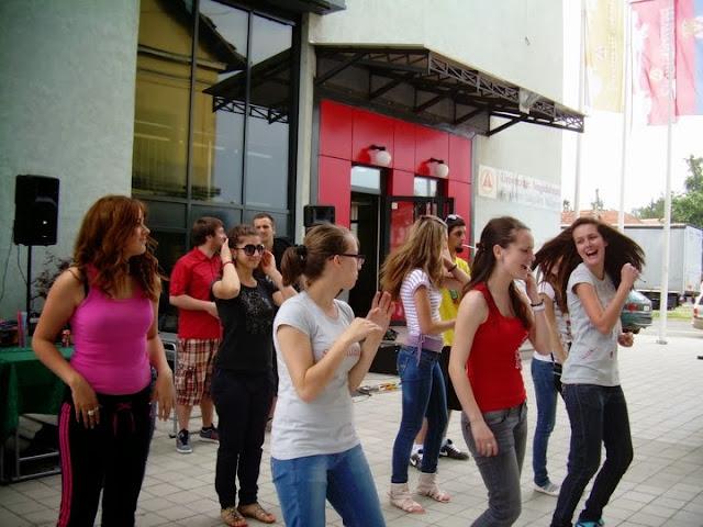 Studentsko popodne zavrsnih generacija 2011 - 248313_2107312603334_1261137685_32543116_6187768_n.jpg