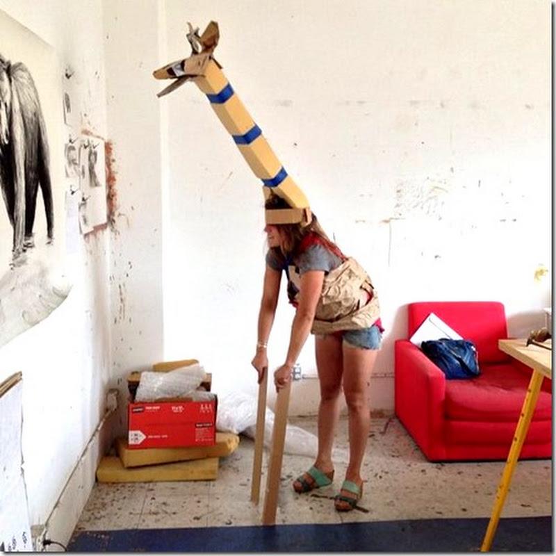 Disfraz casero de jirafa hecho con bolsa de basura y  cartulina