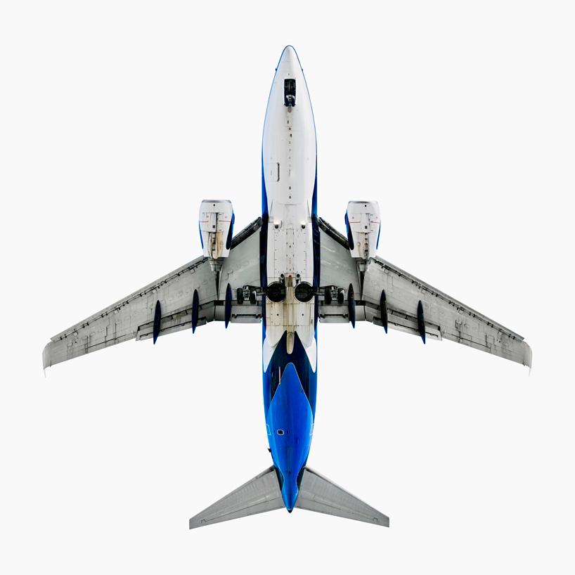 *美國攝影師 Jeffrey Milstein 仰望起降瞬間:捕捉飛機下方腹部攝影作品! 5