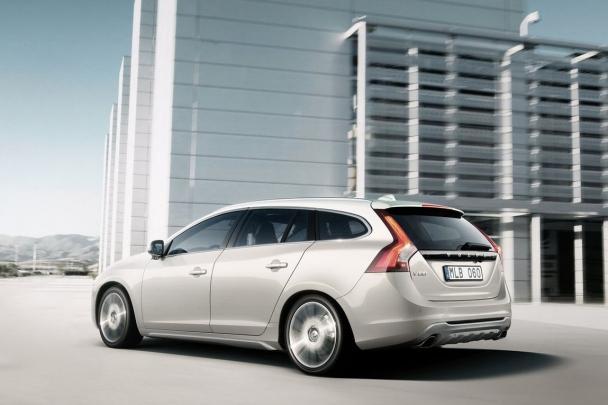 Volvos garage 2011 a volvo j est se preparando para aumentar a sua ofertas de motores para os modelos s60 e v60 com os propulsores ecolgicos drive a partir do prximo fandeluxe Image collections