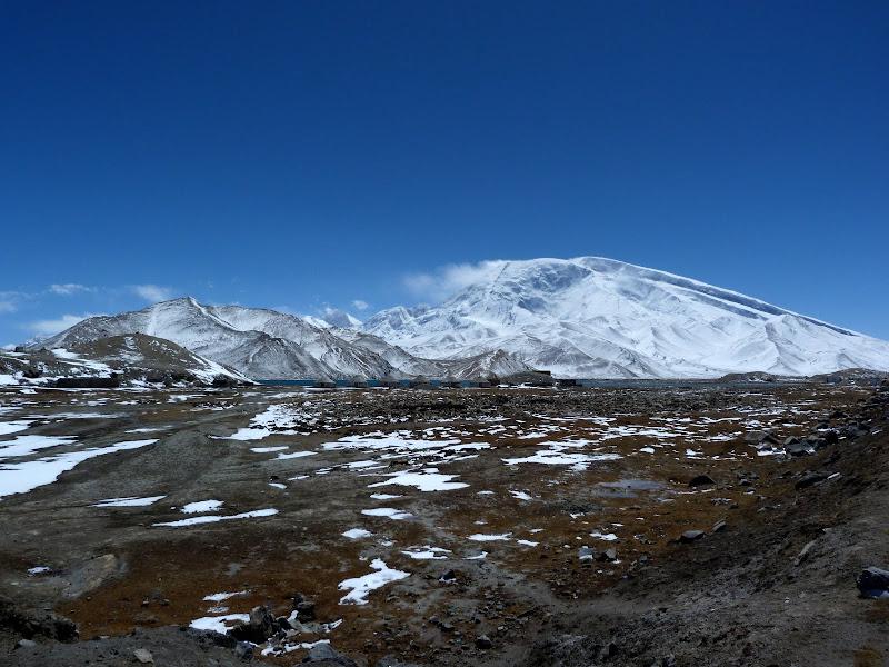 XINJIANG. Karakoram Highway, lune des plus haute route au monde, en passant a 4400 m - P1280499.JPG