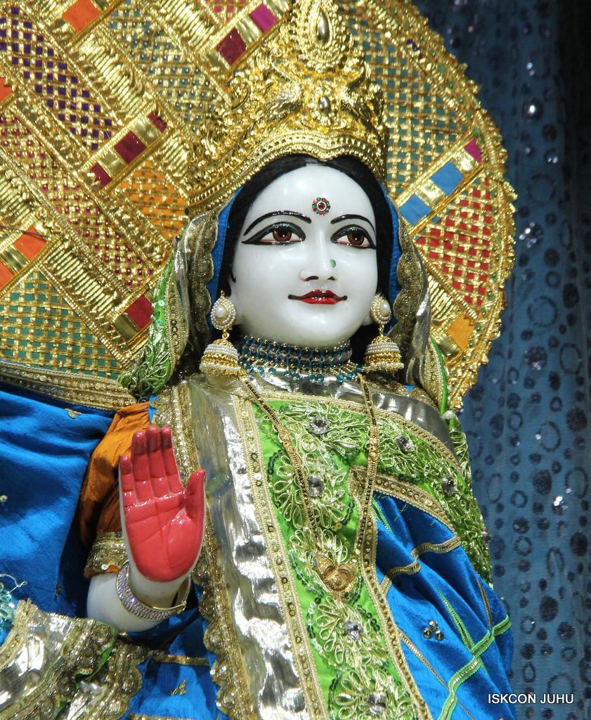 ISKCON Juhu Mangal Deity Darshan on 20th Jan 2017 (15)
