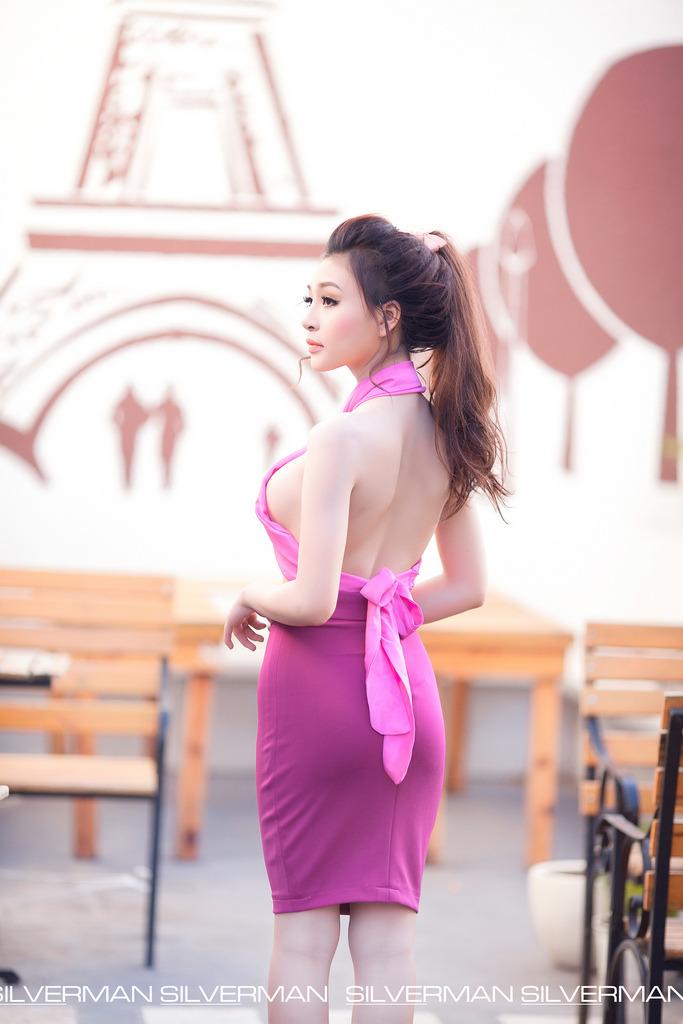 Gái đẹp mặc đồ màu tím