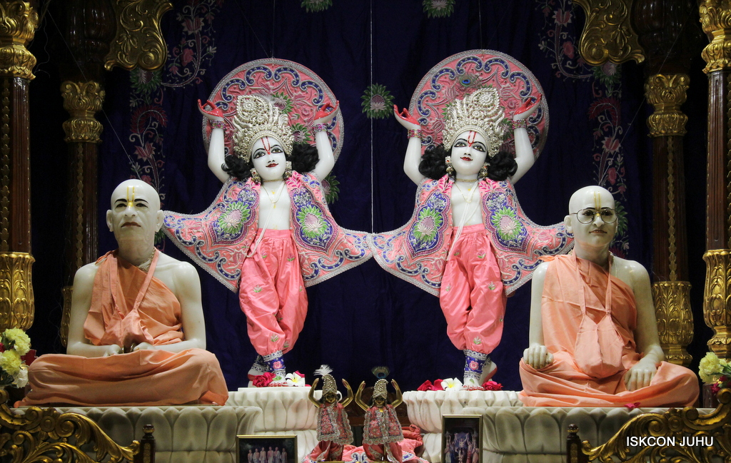 ISKCON Juhu Mangal Deity Darshan on 30th Sep 2016 (29)