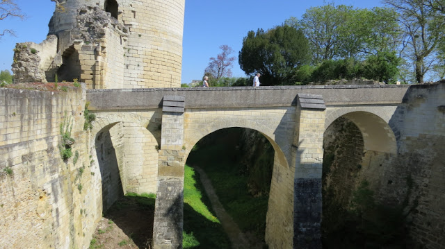 Bridge between towers at Chinon