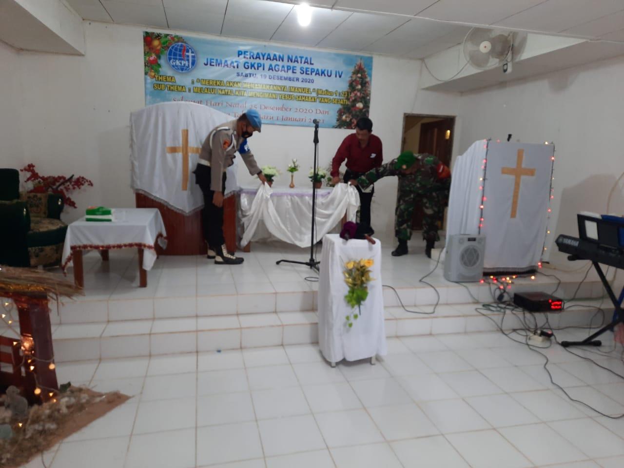 Babinsa dan Bhabinkamtibmas Sepaku Periksa Gereja GKPI Agape di Bumi Harapan