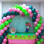 fiesta tarta de fresa mesa centro y piñata.jpg