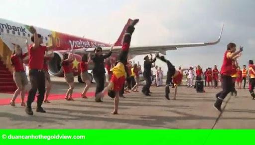 Hình 1: Clip: Dàn phi công, tiếp viên Vietjet nhảy flashmob sôi động