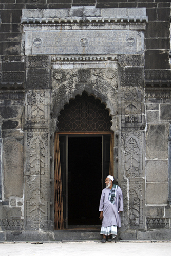 Door of Choto Sona Mosque at the city of Gaur