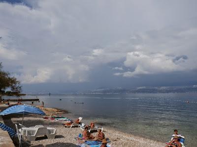 und wieder einmal ein Gewitter über den Bergen von Split