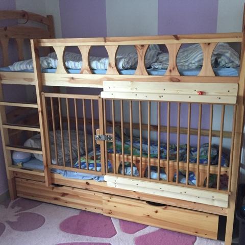 Doppelstockbett für Kleinkind mit abschließbarer Tür