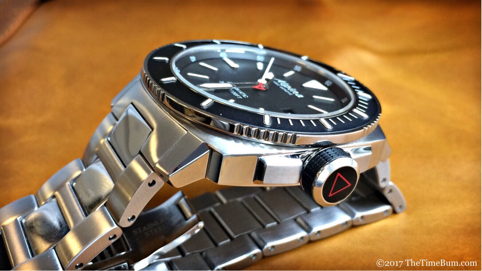 Alpina Seastrong Diver 300 Automatic crown