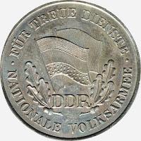 150b Medaille für treue Dienste in der Nationalen Volksarmee in Silber für 10 Dienstjahre Punze 900 (2) www.ddrmedailles.nl