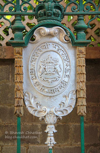 Coat of arms on the gates of Mahadji Shinde Chhatri