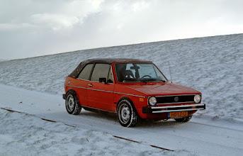 Photo: In de sneeuw, zeedijk nabij Marrum.