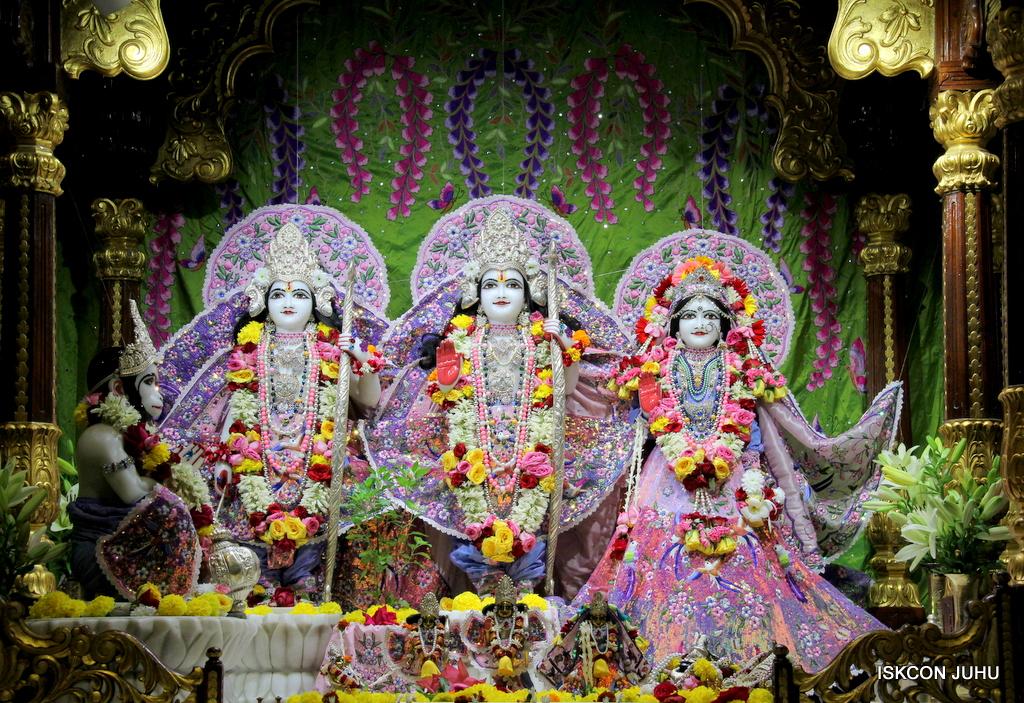 ISKCON Juhu Deity Darshan on 20th Oct 2016 (42)