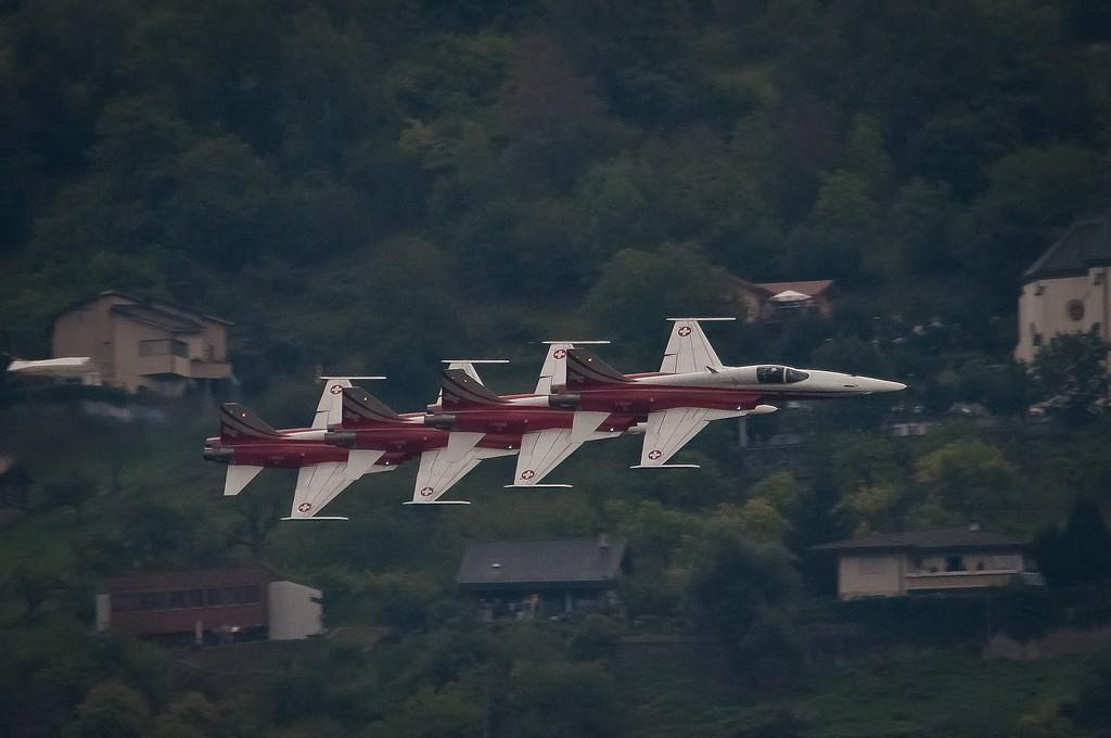 Sion airshow 2011 - Page 3 Patrouille%252520suisse%252520rapproch%2525C3%2525A9e