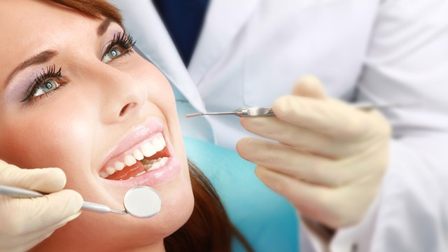 عيادات طب وجراحة الفم والأسنان بمستشفى الياسمين بالمعادي