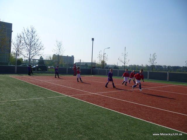 Veľkonočný medzinárodný ZLATÝ futbalový turnaj ČSFA (17.4.2011) - P1020041.JPG