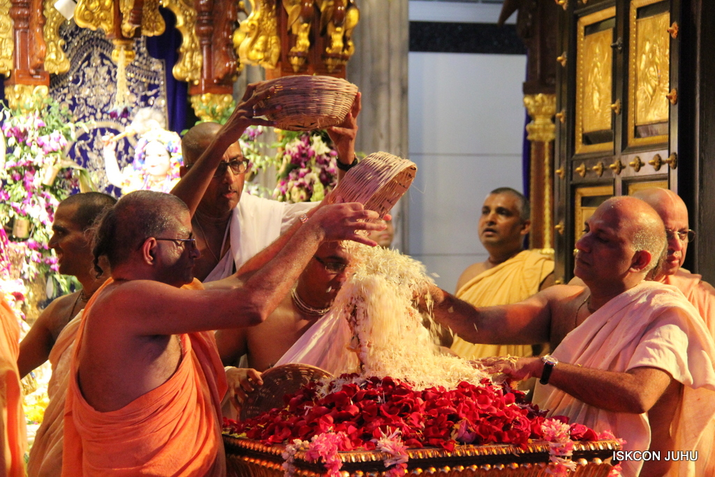 ISKCON Juhu Janmashtami Maha Abhishek on 25th Aug 2016  (54)