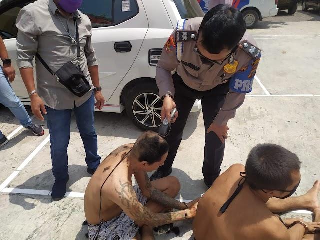 Untuk Menjaga Kesehatan Para Tahanan Polsek Medan Helvetia Di Ajak Berjemur Diri Dan Cukur Rambut