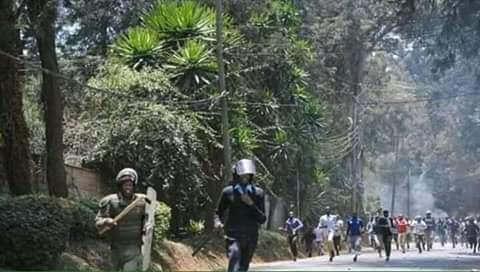 Kisumu mourners chase police like Mburukenge video and photos