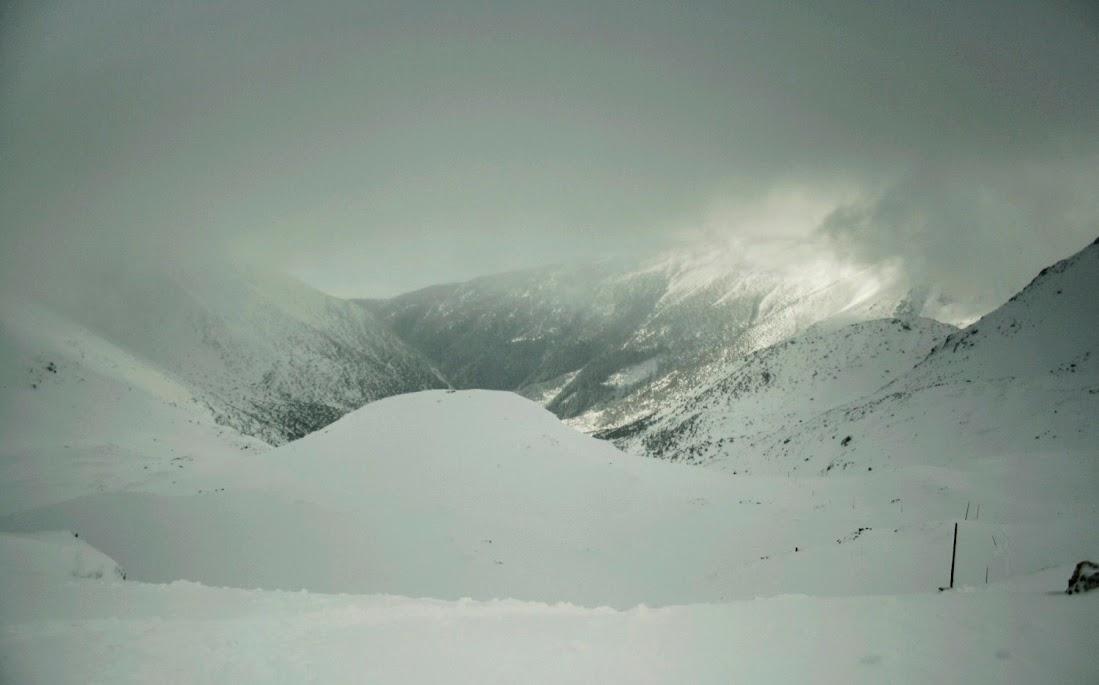 Widok z Żarskiej Przełęczy zima