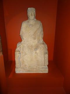 2016.08.07-022 déesse-mère de Saint-Aubin-sur-Mer.au musée de Normandie