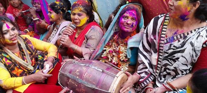 महिला होली मिलन समारोह का आयोजन में विधायक नीतू सिंह दिखे झाल ढोल के साथ जम कर उड़ा अबीर गुलाल