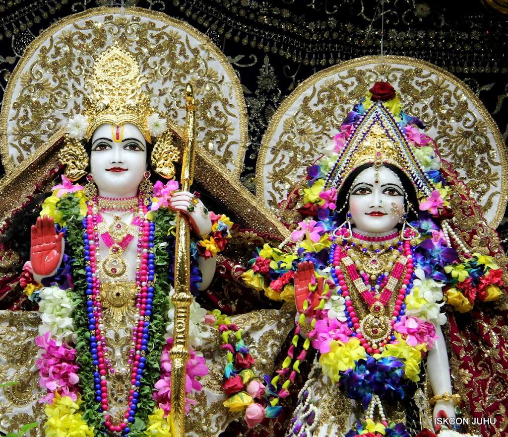 ISKCON Juhu Sringar Deity Darshan on 25th August 2016 (37)