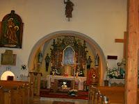 Román apszis mögötte a szentély.JPG