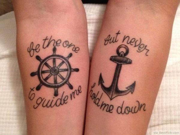ncora_e_roda_de_casal_antebraço_tatuagens