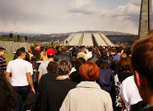 Ispred muzea genocida na dan genocida.JPG