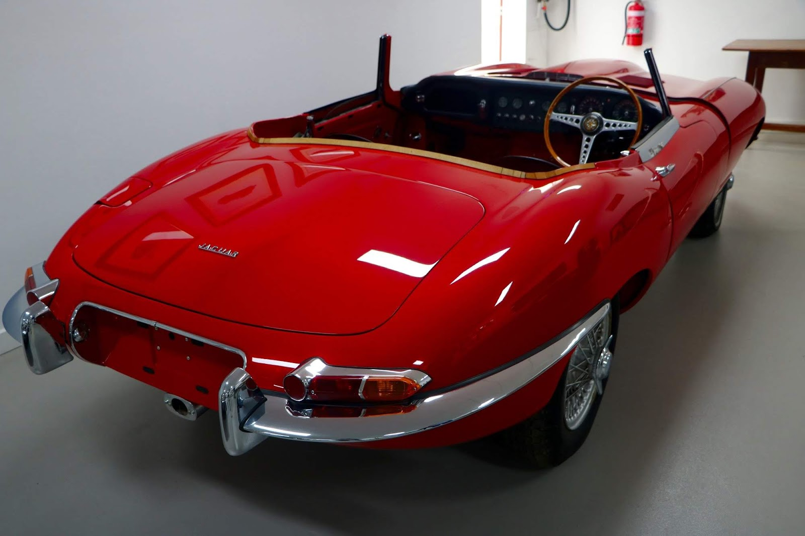 Carl_Lindner_Collection - Jaguar E-Type Series I - Under Restoration 03.jpg