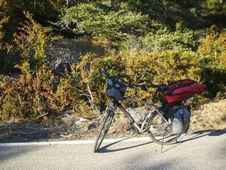 Herrenrad Panther Dominance Trekking mit Ortlieb-Taschen  in der Provence, Frankreich
