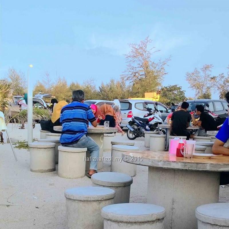 Mandi di Pantai Tok Jembal Kuala Terengganu