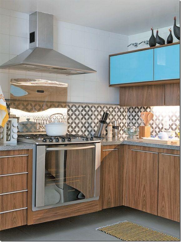 cozinha em preto branco e turquesa