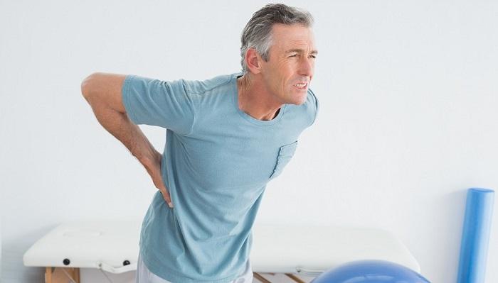 Người bị đau cột sống thắt lưng cấp tính