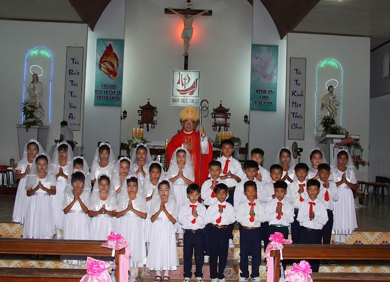 Thánh lễ ban Bí Tíchthánh thể và Bí Tích Thêm Sức tại giáo xứ Thủy Lợi