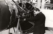 Ф.М. Муравченко в сборочном цехе у двигателя Д-36