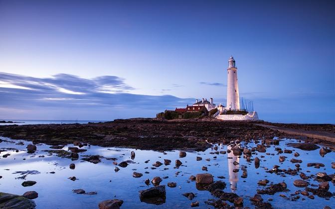 St Marys Lighthouse by Fuzzypiggy1