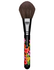 MAC_FruityJuicy_126SplitFibreLargeFaceBrush_Front_white_300dpi_1