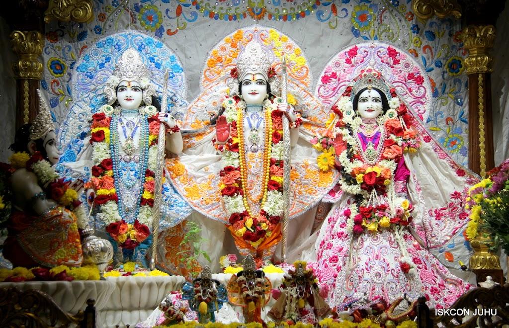 ISKCON Juhu Sringar Deity Darshan on 11th Aug 2016 (28)