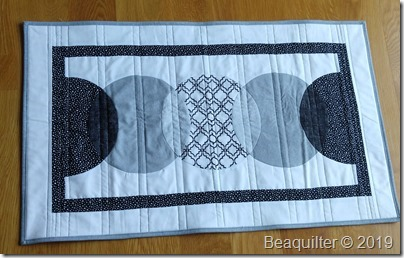 CIRCLE table runner bealee