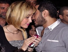 مفاجأة من تامر حسني لجمهوره بشأن زوجته