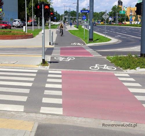Uwagę zwraca szerokość drogi dla rowerów rozszerzającej się tuż przed skrzyżowaniem. Szerokość zachowana także na przejeździe dla rowerów.
