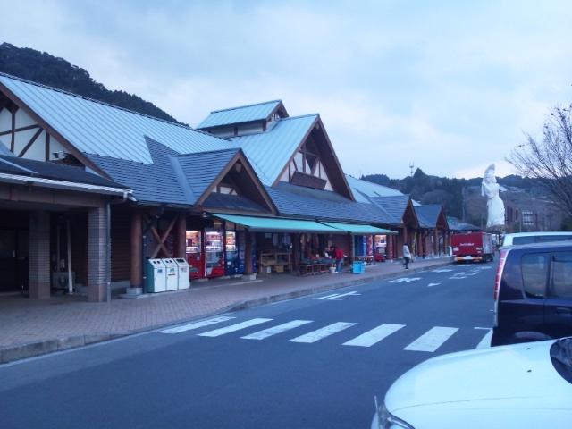 道の駅というだけあって、普通の産直店より規模が大きい